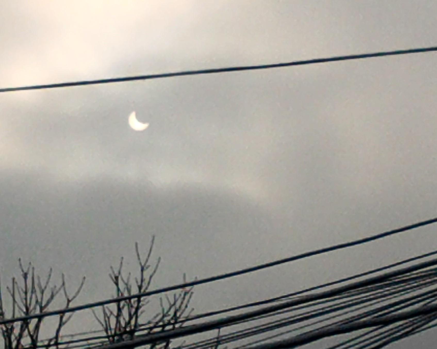 4 ianuarie 2011. Bucuresti. Eclipsa partiala de soare